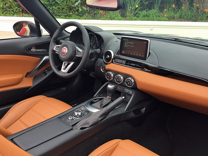 71321_2017-fiat-124-spider-lusso-saddle-tan-leather-seats-dashboard_720.jpg